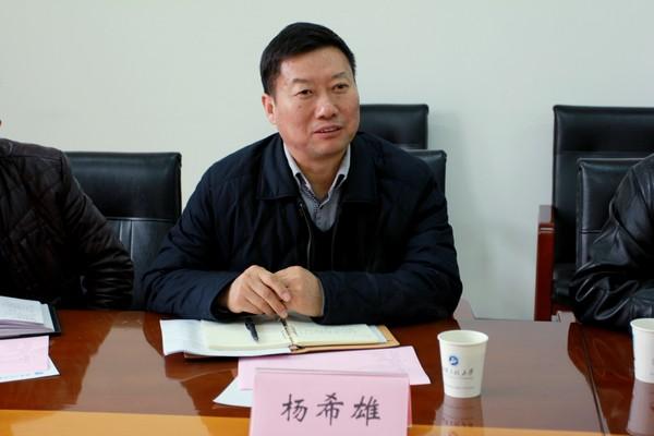 荆楚理工学院副校长杨希雄一行来校调研